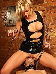 Insane facesitting action for the real admirers of brutal femdom porn