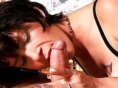 Black-haired chick takes the ride