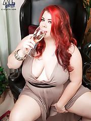 XL Girls - Beauty, Boobs & Wine - Harley Ann (64 Photos)